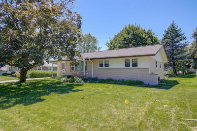 Menomonee Falls Single Family Home Active Contingent With Offer: W159n9539 Cherokee Dr