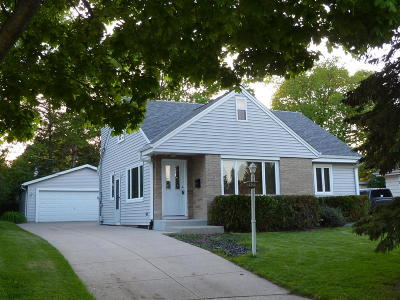 West Allis Single Family Home For Sale: 2625 S 87th St