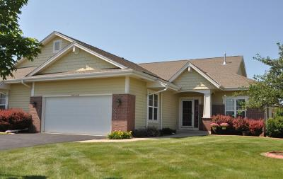 Muskego Condo/Townhouse Active Contingent With Offer: S70w15750 Sandalwood Dr