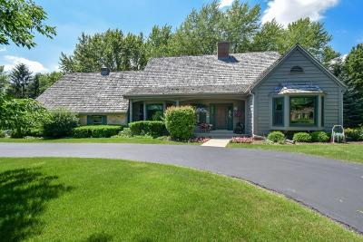 Mequon Single Family Home For Sale: 9847 N Lamplighter Ln