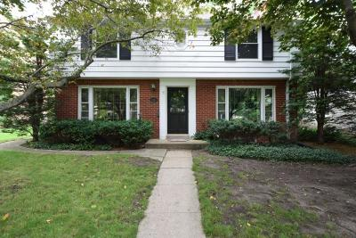 Wauwatosa WI Single Family Home Active Contingent With Offer: $300,000