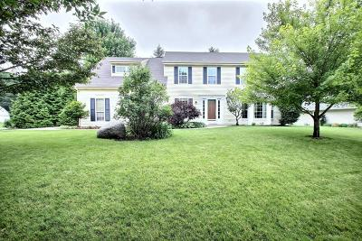 Pewaukee Single Family Home Active Contingent With Offer: 421 Quinlan Dr