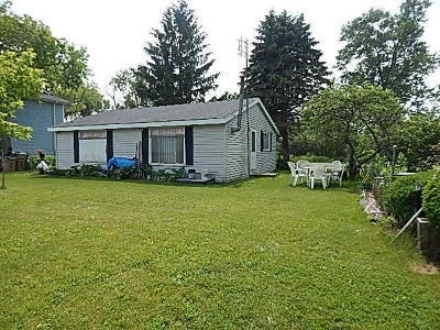 Pleasant Prairie Single Family Home Active Contingent With Offer: 10027 Lakeshore Dr