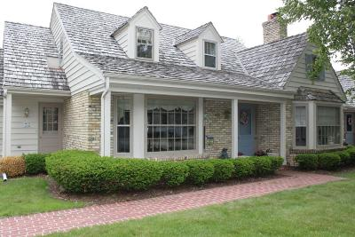 Ozaukee County Condo/Townhouse Active Contingent With Offer: 1415 W Westport Circle