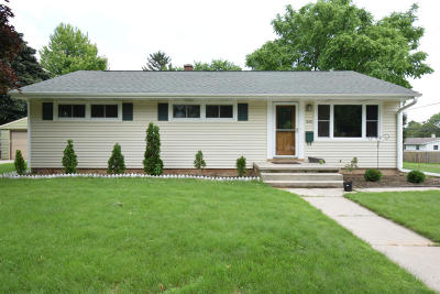 Port Washington Single Family Home Active Contingent With Offer: 242 S Summit Dr