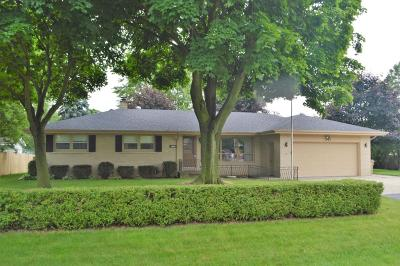 Pleasant Prairie WI Single Family Home Active Contingent With Offer: $235,000