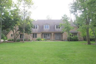 Mequon Single Family Home Active Contingent With Offer: 715 W San Jose Ln