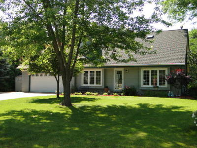 Waterford Single Family Home Active Contingent With Offer: 407 Fox Knoll Dr
