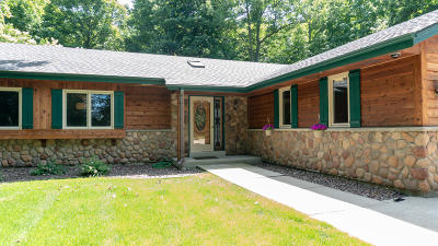 Oak Creek Single Family Home For Sale: 1913 W Puetz Rd