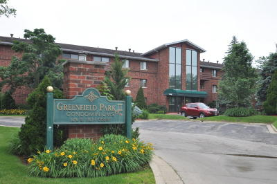 West Allis Condo/Townhouse Active Contingent With Offer: 1618 S 115th Ct #303