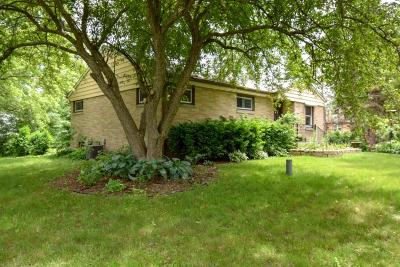 Mequon Single Family Home Active Contingent With Offer: 9922 N Arrowwood Rd
