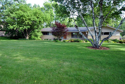 Mequon Single Family Home Active Contingent With Offer: 2303 W Hickory Ln