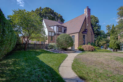 Milwaukee County Single Family Home For Sale: 5263 N Berkeley Blvd
