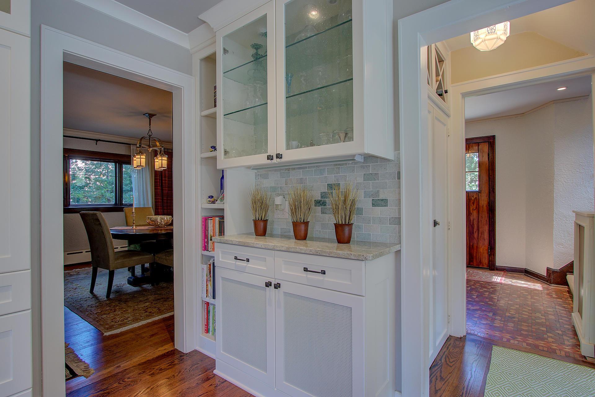 5263 N Berkeley Blvd, Whitefish Bay, WI.| MLS# 1593080 | Office Luna ...