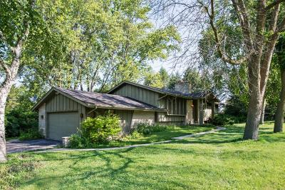 Brookfield Single Family Home Active Contingent With Offer: 18570 Follet Dr