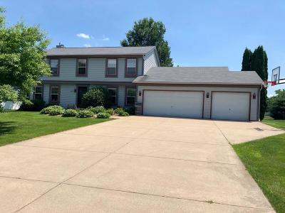 Oconomowoc Single Family Home For Sale: N54w35667 Hill Rd