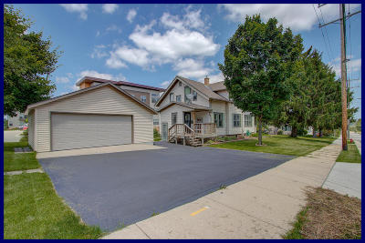 Menomonee Falls Single Family Home For Sale: W161n9057 Hayes Ave