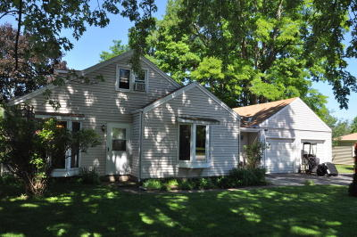 Pewaukee Single Family Home Active Contingent With Offer: W272n2593 Apple Tree Ln