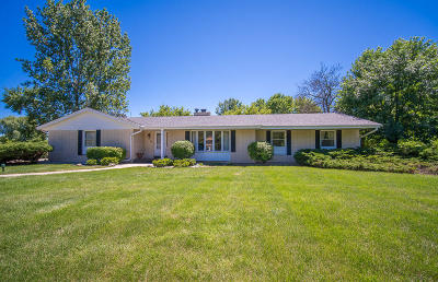 Mequon Single Family Home Active Contingent With Offer: 1525 W River Oaks Ln