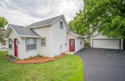 Hartland Single Family Home Active Contingent With Offer: 213 W Capitol Dr
