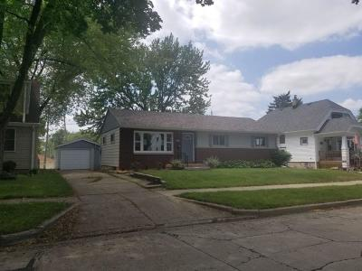 West Allis Single Family Home For Sale: 2469 S 95th St