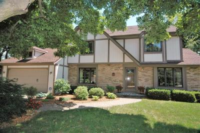 Oconomowoc Single Family Home For Sale: 921 Old Tower Rd
