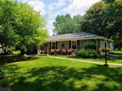 Cedarburg Single Family Home For Sale: 660 Westridge Dr