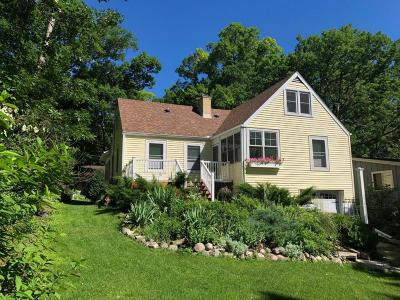 Williams Bay Single Family Home For Sale: 688 Jackson Pkwy