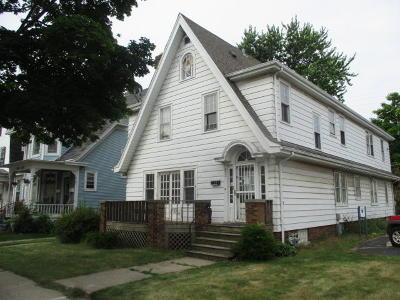 Racine Single Family Home For Sale: 832 Wisconsin Ave