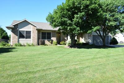 Racine Single Family Home Active Contingent With Offer: 2535 Amys Bend