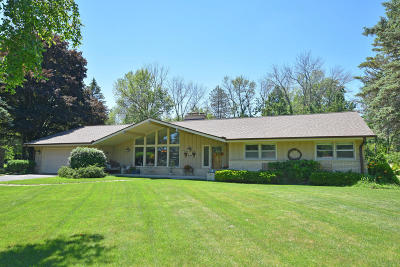 Mequon Single Family Home Active Contingent With Offer: 11917 N Springdale Ct