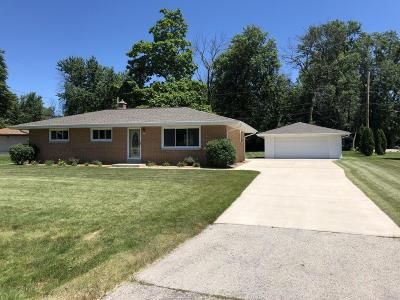 Franklin Single Family Home Active Contingent With Offer: 8420 S 36th