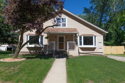 Oconomowoc Single Family Home Active Contingent With Offer: 138 S Maple St