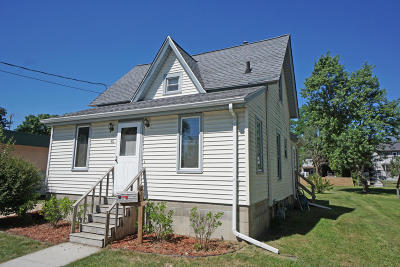 Mukwonago Single Family Home Active Contingent With Offer: 411 Jefferson St