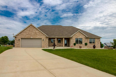 Muskego Single Family Home Active Contingent With Offer: S95w12516 Weatherwood Ct