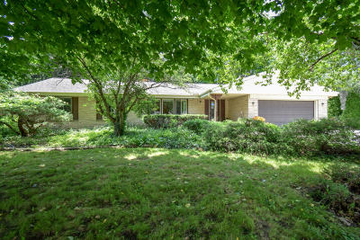 New Berlin Single Family Home Active Contingent With Offer: 5001 S Magellan Dr