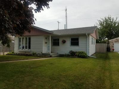Kenosha Single Family Home Active Contingent With Offer: 1919 87th St