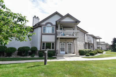 Franklin Condo/Townhouse Active Contingent With Offer: 3550 W Rawson Ave