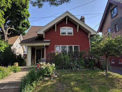 Milwaukee Single Family Home For Sale: 2212 E Linnwood Ave