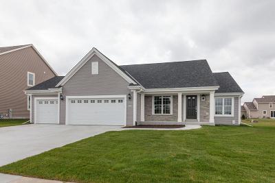Oconomowoc Single Family Home For Sale: 1404 Rosewood Pass