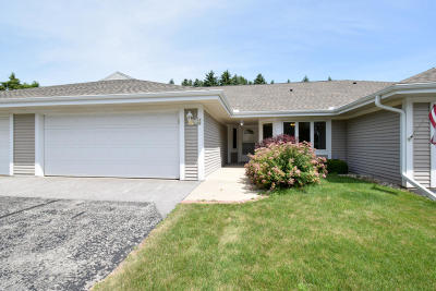 Mequon Condo/Townhouse Active Contingent With Offer: 7510 W Mequon Square Dr