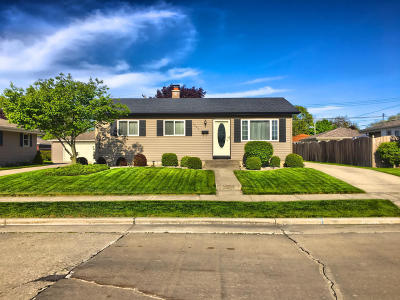 Kenosha Single Family Home Active Contingent With Offer: 1881 17th Ave