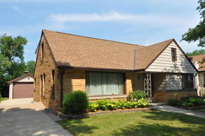 Milwaukee Single Family Home For Sale: 3329 N 94th St