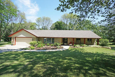 Pewaukee Single Family Home Active Contingent With Offer: W252n4518 Sussex Rd
