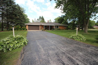Menomonee Falls Single Family Home For Sale: W160n5062 Hickory Tree Ln