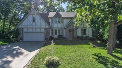 Waukesha Single Family Home Active Contingent With Offer: 2606 Lancaster Dr
