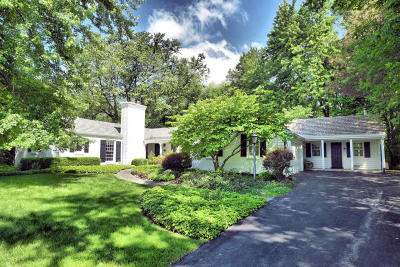 Mequon Single Family Home For Sale: 320 E Ravine Dr