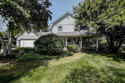 Hartland Single Family Home For Sale: 1013 Wellington Way
