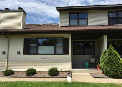 Jefferson County Condo/Townhouse For Sale: N6959 Rock Lake Rd #2