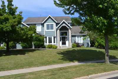 Waukesha Single Family Home Active Contingent With Offer: 1707 Boulder Ct